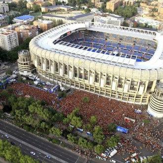 Colas en el Santiago Bernabéu