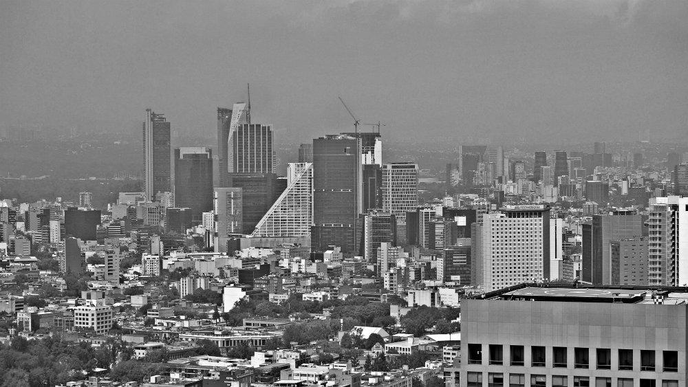 Reforma y Distrito Financiero de México desde el mirador de la Torre Latino en México