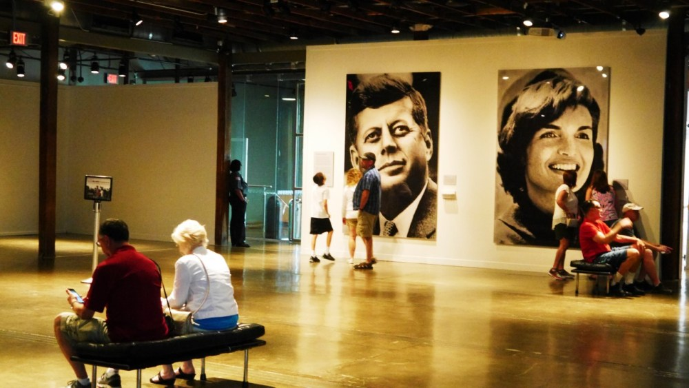 The Sixth Floor Museum at Dealey Plaza o Museo del Asesinato de JFK - Imperdibles de Dallas