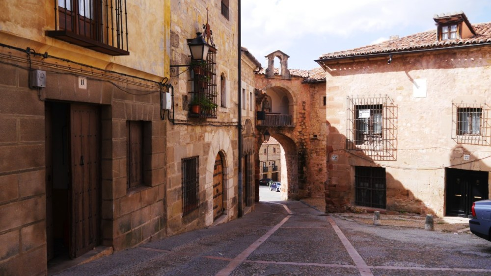 Muralla de Sigüenza y puerta del Hierro - Atracciones de Sigüenza