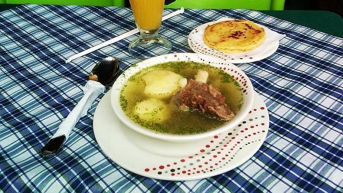 Caldo de costilla - Imperdibles de la gastronomía colombiana