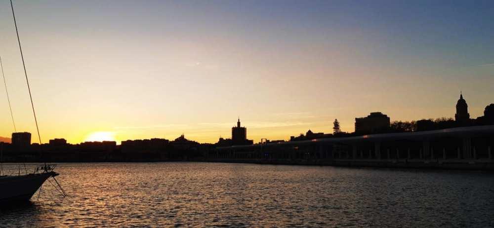 Experiencias imperdibles en Málaga - Ver el atardecer desde el Muelle Uno