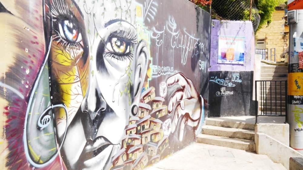 Tours de graffiti en la Comuna 13 - Planes que hacer en Medellín, Colombia