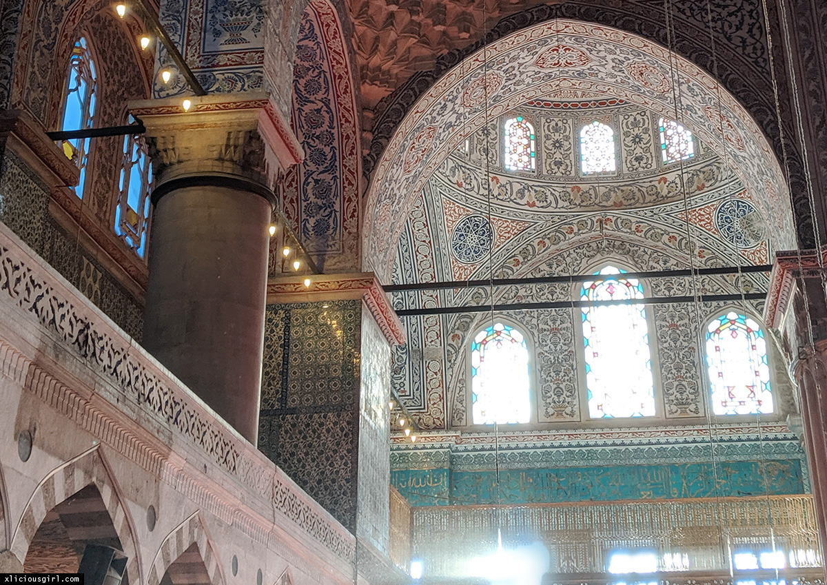intricate details inside of the mosque