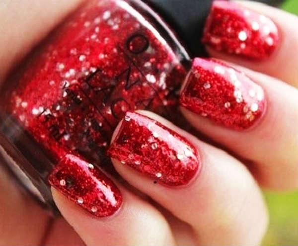 unghii rosii stralucitoare
