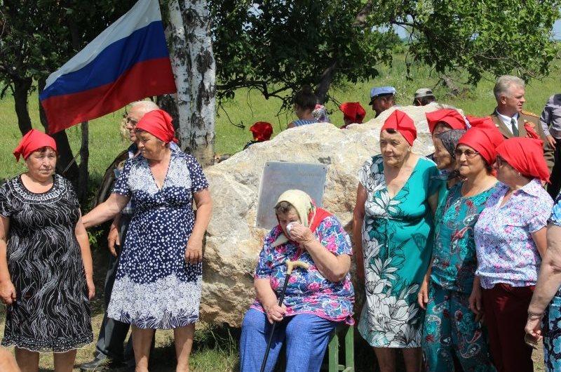 Фото: памятный камень на месте исчезнувшего посёлка установили в Алтайском крае