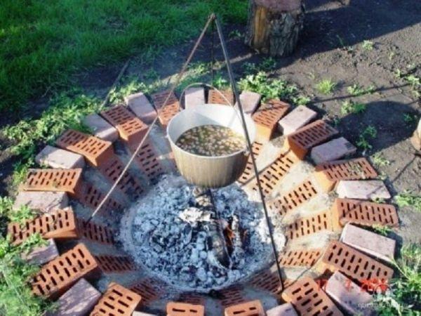 Интересные идеи применения кирпича на даче