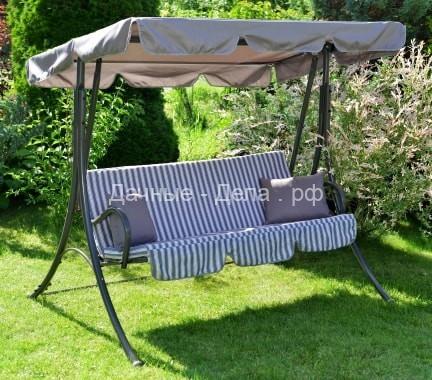Садовые качели, как место отдыха