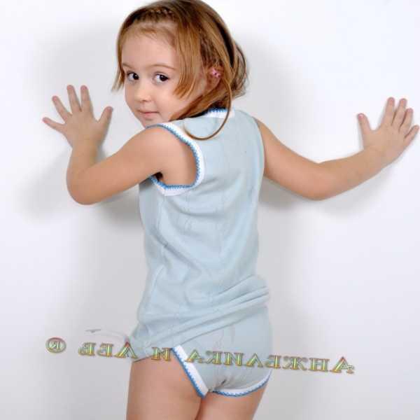 Фото малолетки без трусиков. Фото голые юные девочки без ...