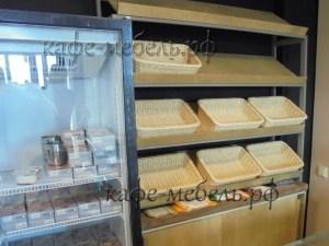 стеллаж для выпечки из металла и фанеры в пекарне
