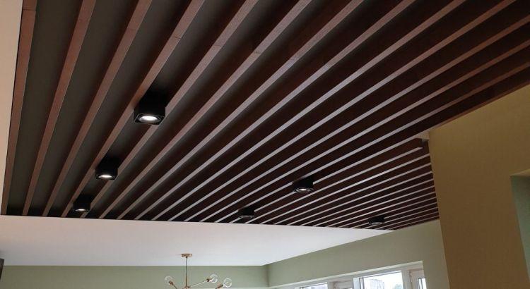 реечный потолок под орех