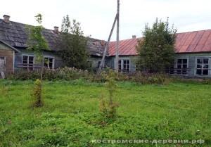 Здание школы в селе Муравьище. Фото 2009 года.