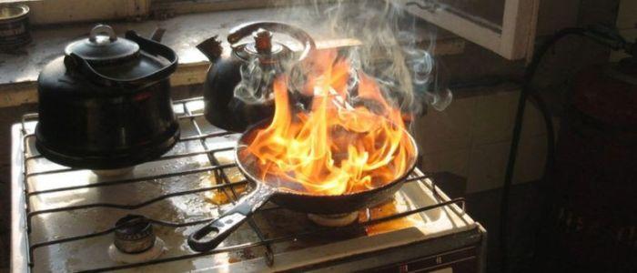 Как избавиться от запаха сгоревшей еды в квартире?