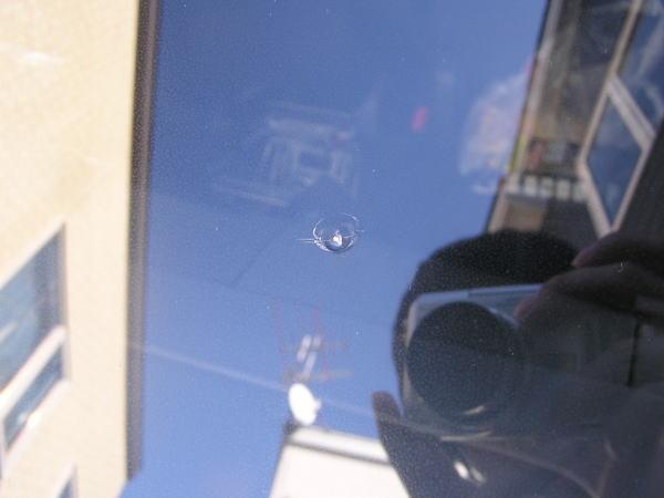 車のガラスのヒビ