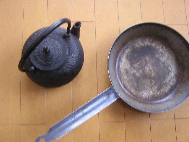 鉄瓶と鉄のフライパン