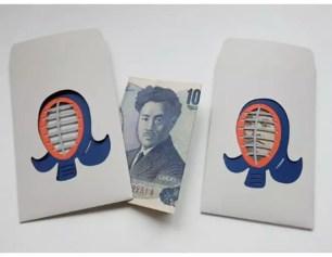 趣味設計♪放進紙鈔讓樣貌巧妙外露的『縷空露臉禮金袋「劍道」』