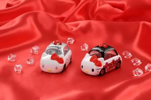 3月11日起開放預約✩「Dream TOMICA 多美小汽車 Hello Kitty 45周年記念 Anniversary組合」