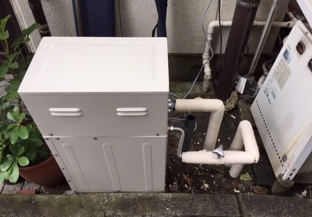 配管をつなぎ保温材の取り付け完了