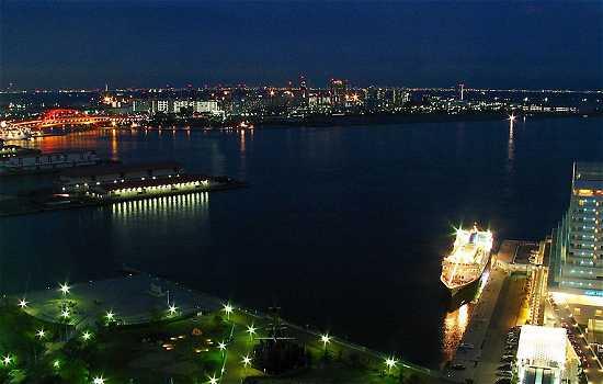 ポートタワーの夜景 神戸港