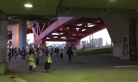 新港第4突堤 無料観覧席への行き方