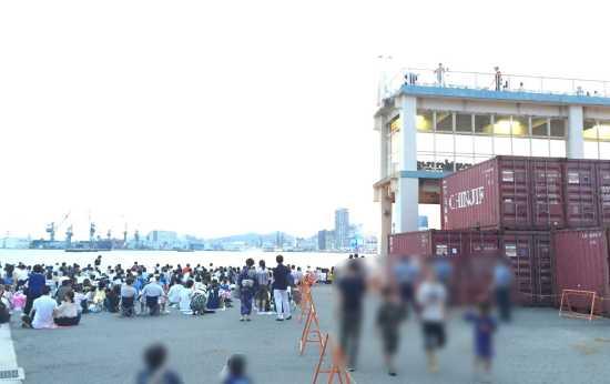 新港第4突堤 有料観覧席