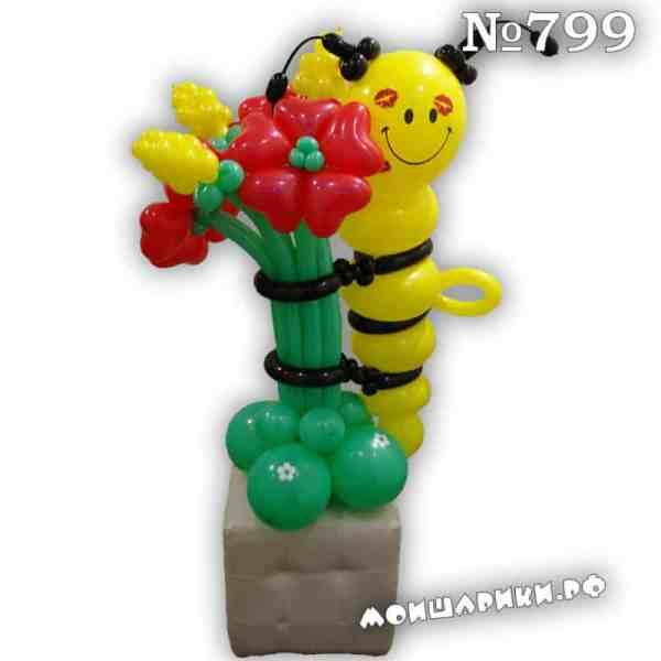 Пчелка из воздушных шаров с цветами из сердец