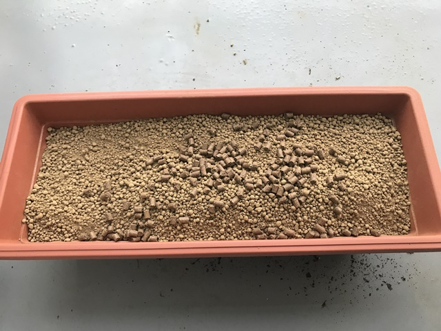 赤玉土と腐葉土に油粕を追加