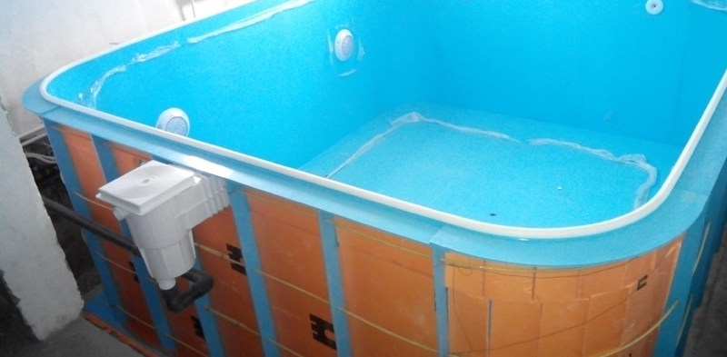 Бассейн из полипропилена в помещении