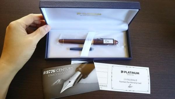 プラチナ#3776センチュリーの箱の中には取説、保証書・カートリッジ1本が同封されています。