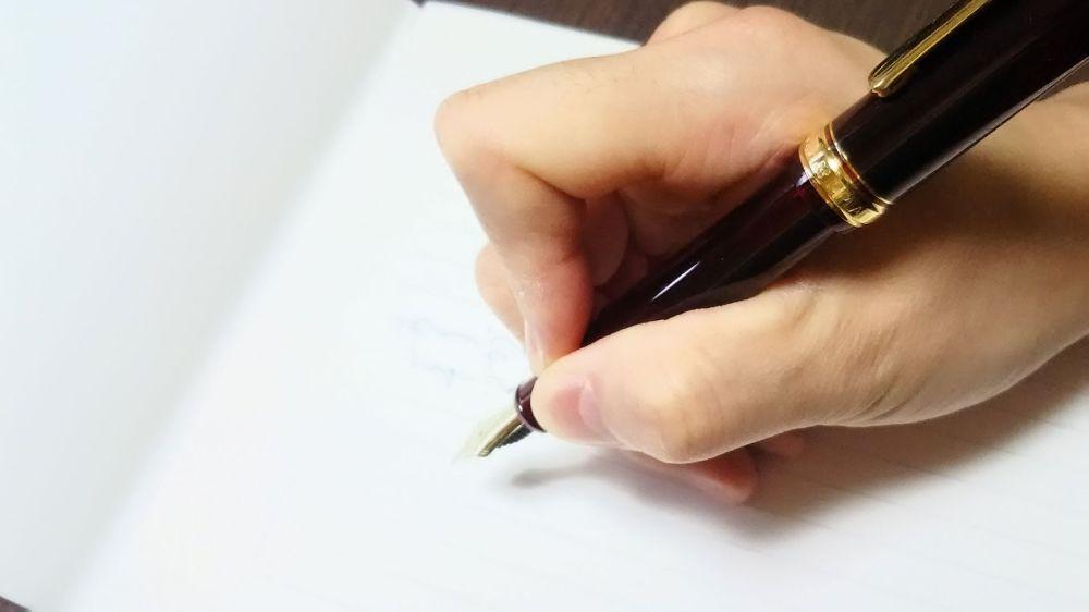 ペンをギューっと握っていないですか?