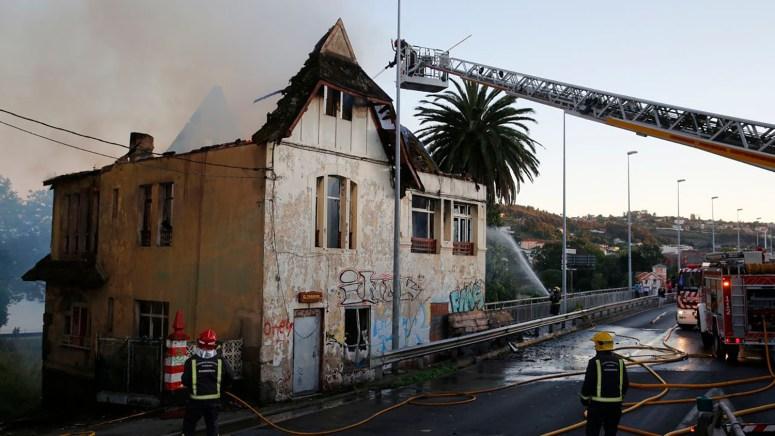 Casa Carnicero. Perillo. Incendio