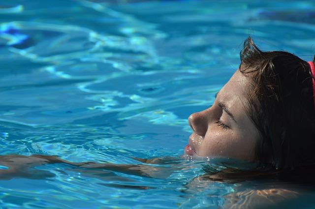 svømme bad