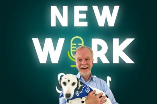 Beyer mit Bürohund Dana im Podcast von XING