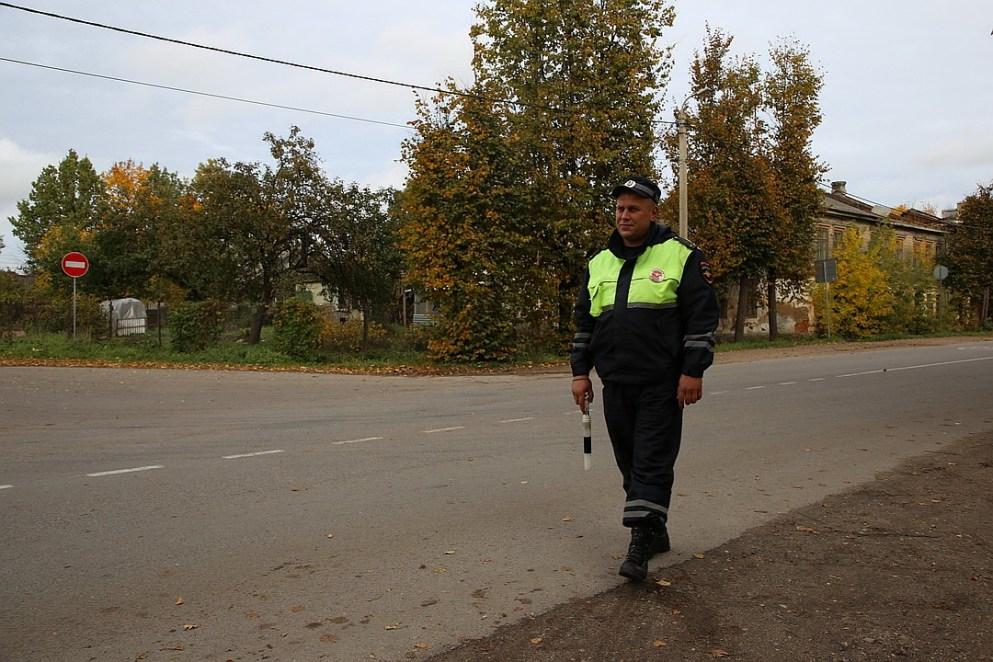 Александр Иванов вместе с коллегой патрулировал в тот вечер район, в котором произошел пожар. Фото: пресс-служба УМВД России по Псковской области