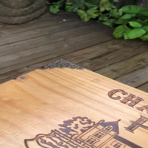 Petite_table_avec_caisses_a_vin_coins_New