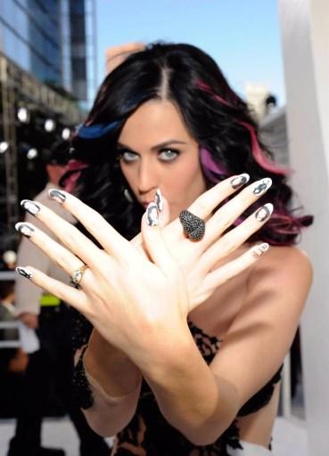 decoraciones de uñas de Katy Perry