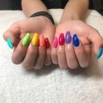 diseños de uñas acrilicas multi colores