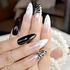 diseños de uñas blanco con negro