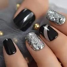 diseños de uñas negras con plata