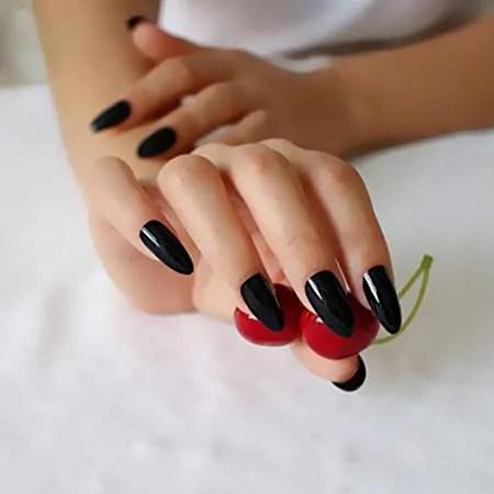 uñas negras de acrílicas