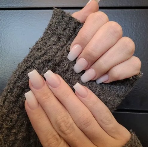 uñas tipo francesa color rosa semi larga clara