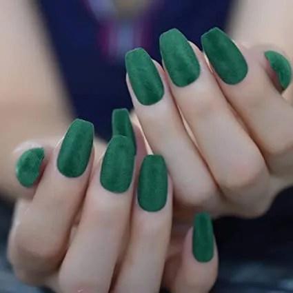 Uñas verdes oscuras, verdes fuertes