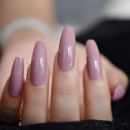 Prensa de color rosa púrpura oscuro en uñas postizas Bailarina ultra larga de gel ultravioleta Bailarina de forma plana