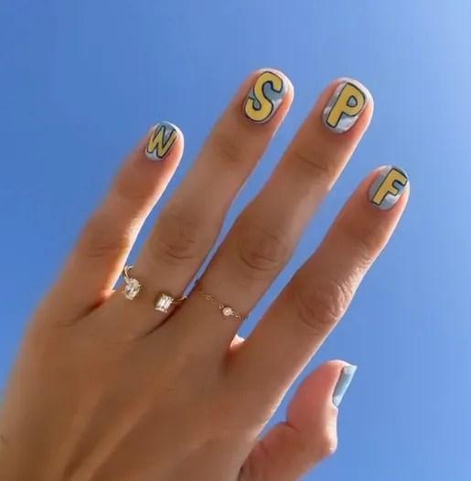 uñas de verano colores y letras