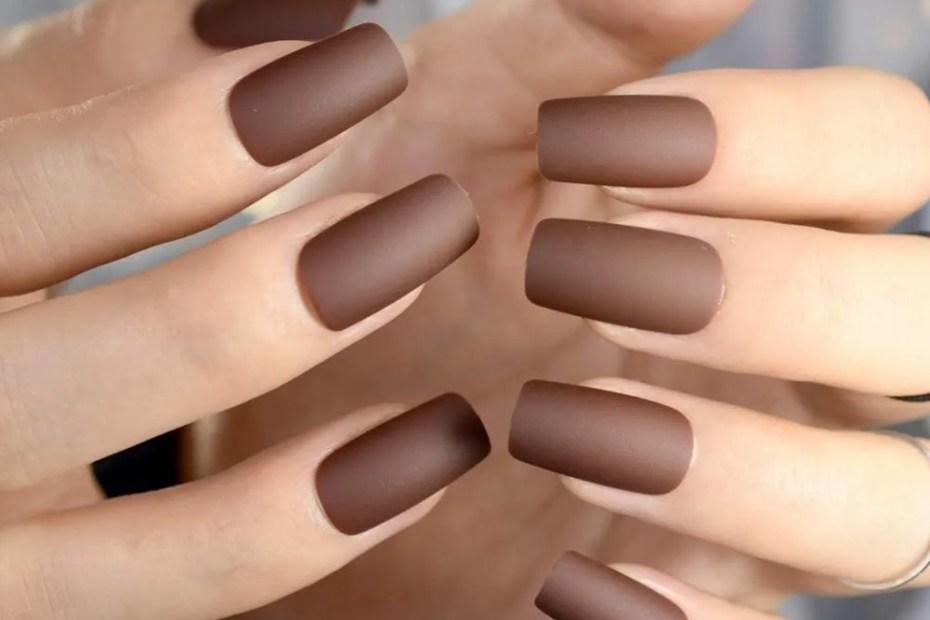 uñas de color marron