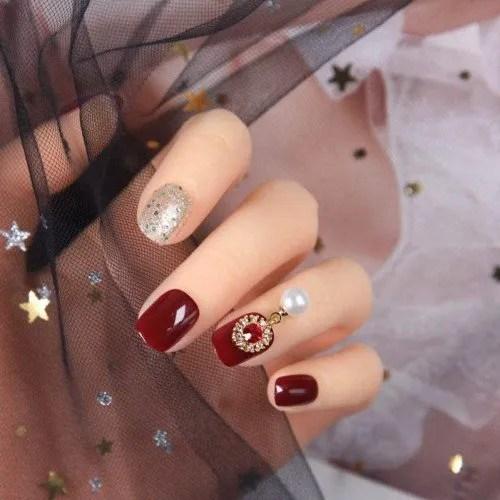 Qulin - Uñas postizas para decoración de uñas postizas, color rojo vino y plateado, con pegamento