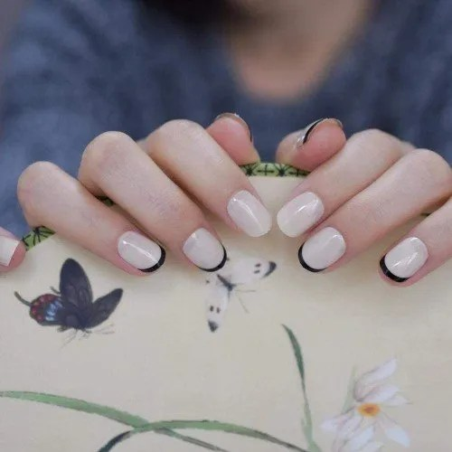 ZHEN Puntas de uñas francesas redondas beige Línea de sonrisa negra Conjunto de decoración de uñas cortas de alta calidad 24