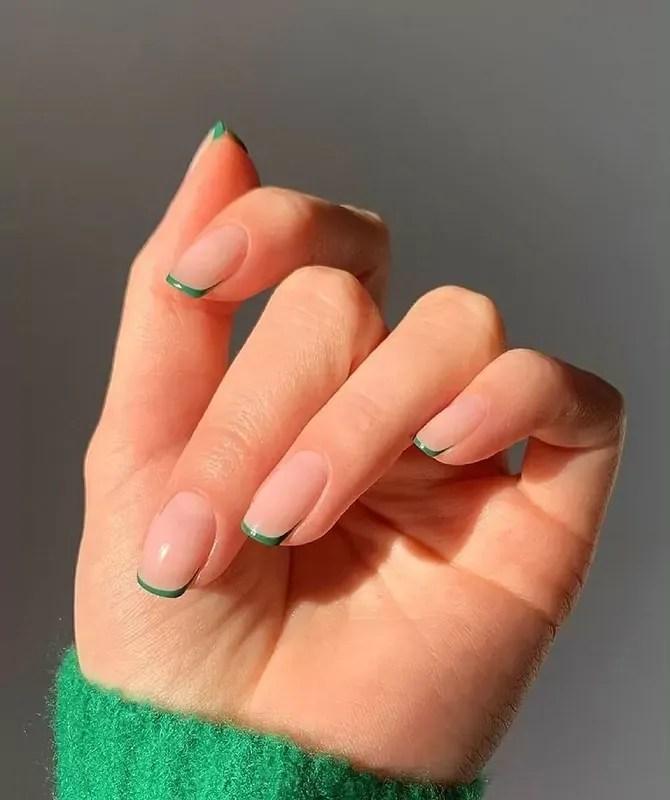 diseños francesas de uñas cortas verde  en tendencias de este mes