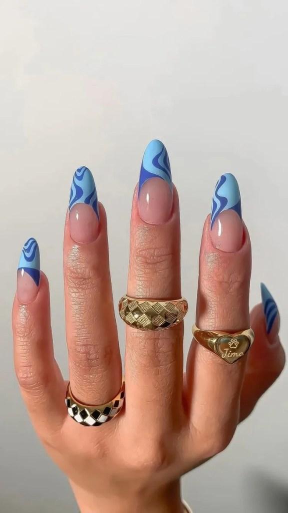 uñas azul cielo con azul fuerte