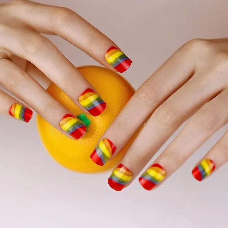 uñas coloridos muy brillantes